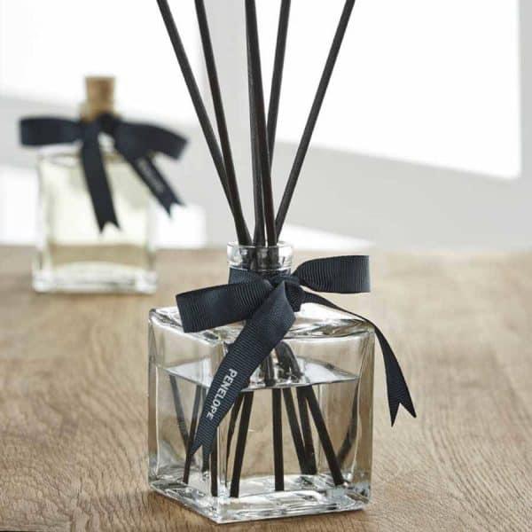 Jasmine and sandalwood diffuser room smell